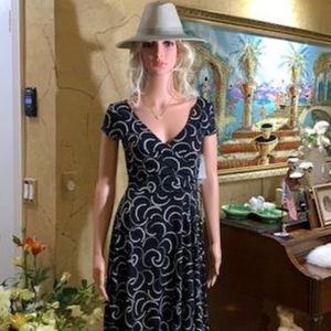 London Style V-Neck Dress Size 6 Black / Ivory NWT
